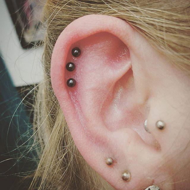 Lovely little triple with black titanium stxiii stxiiigallery studioxiii studioxiiigallery earpiercing piercings piercing piercingsofinstagram helixpiercing cartilagepiercing