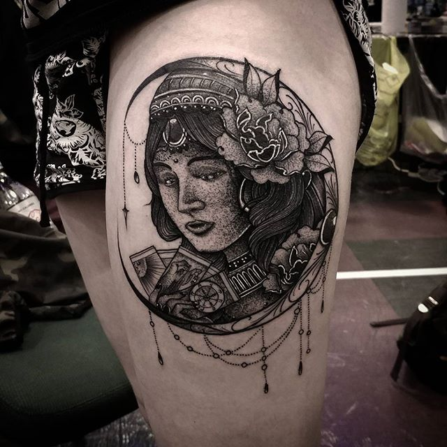 blackwork gypsy fortuneteller tattoo i made yesterday @thedublintattooconvention in dublin Ireland studioxiii