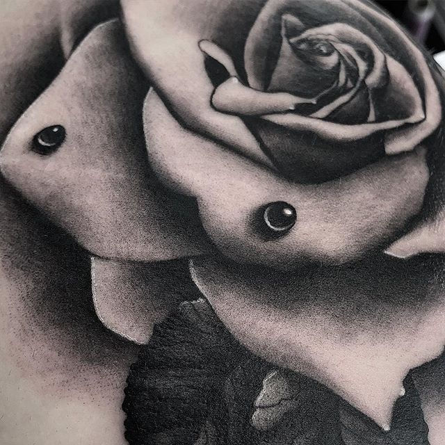 🖤Details🖤 Rose from today I love tattooing roses like this one🏻🤘🏼  edinburgh edinburghtattoos tattoo tattoos tattoosnob tattooed tattooink tatted tattooer tattooflash tattooart tattooist tattooing tattoolove ink inked inkaddict follow followme instart instatattoo newtattooworkers studioxiii rose rosetattoo butttattoo butt picoftheday
