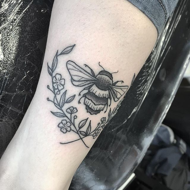 real awkward one to photograph but a fun wee one from @sunset_tattoo_nz ️ next stop @nztattoofestival !  tattoo tatouage tttism lovettt tattooworkers TAOT contemporarytattoo dotwork linework linetattoo darkartists blacktattooart blackart blxckink btattooing uktta skinartmag ladytattooers studioxiii txttooing blackclaw inkstinct tattoonz newplymouth nztattoo nztattoofestival WTT