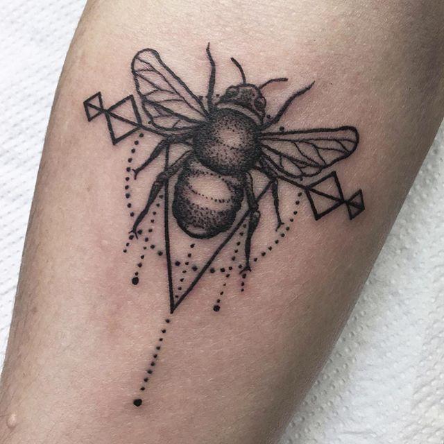 Cute geometric style bee on an inspirational lady ️