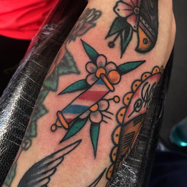 Gap filler! _________________ Done at @studioxiiigallery _________________ studioxiii BlackClawUK blackclawneedle tradtattoo tradworkers tradworkerssubmission radtrad oldlines besttradtattoos uktta vladbladirons ninemag @gap_filler_tattoos