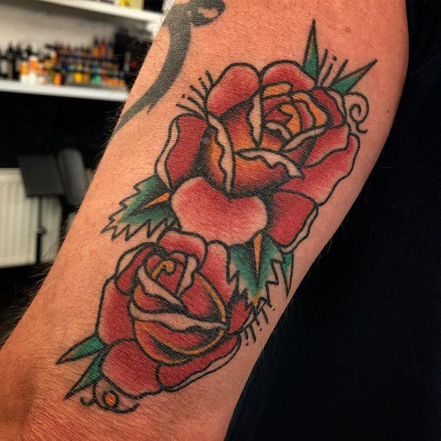 Healed roses _________________ Done at @studioxiiigallery _________________ studioxiii BlackClawUK blackclawneedle tradtattoo tradworkers tradworkerssubmission radtrad oldlines besttradtattoos uktta vladbladirons ninemag @gap_filler_tattoos