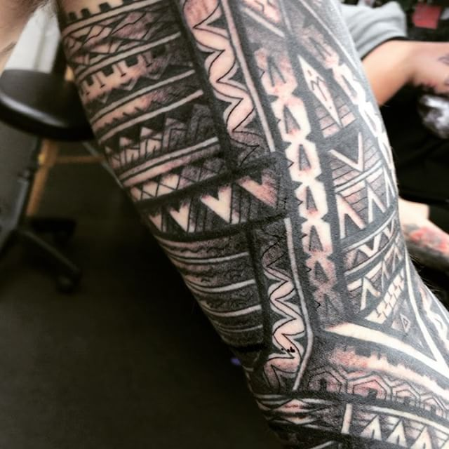 Sleeved up! 20 hours on Greg. Thank you for trusting me with your arm  @studioxiiigallery studioxiii polynesian inspired tribal islandstyle edinburghpolynesiantattoo edinburgh edinburghtats @where_they_tatt