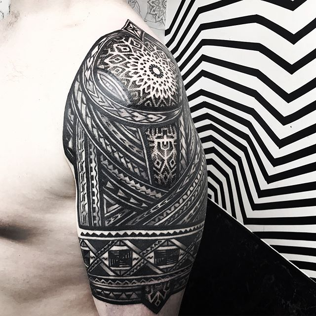 Mixing together some dotwork/polynesian inspired stuff . . . . blacktattooing geometrictattoo blackworkers dotwork dotworktattoo blxckink sacredgeometry girlswithtattoos uktattooartist  mandala studioxiii . . @allegoryink @inkedmag @totaltattoo @tattoolifemagazine @tattooartistmagazine @tattoosnob @tattoodo @tttism @blackworkers @blackworkers_tattoo @uktta @darkartists @skinart_mag @tattoo.artists @theartoftattoos @dermalizepro @tattoosmart @tattoo_composition @tattooloversshop  @blacktattooing @inkedsociety88 @skinart_collectors @tattoo_collector @the.best.tattoo.page @tattooloveart @bngworldwide @studioxiiigallery @blackclaw