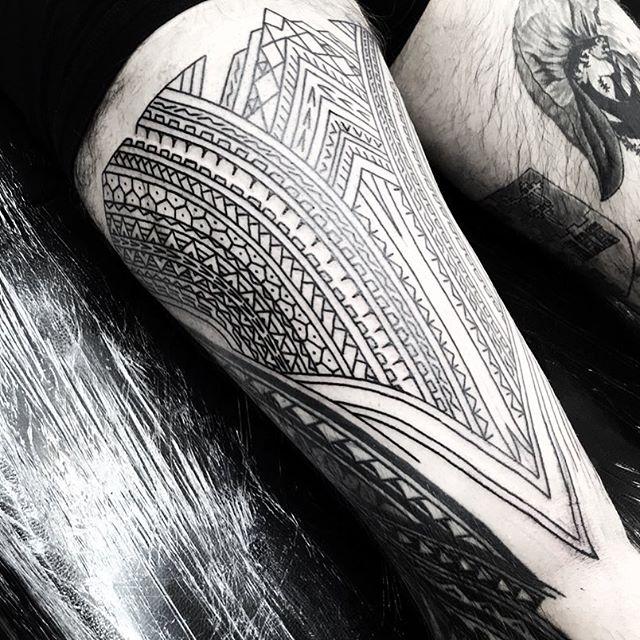 Front of thigh for Ross . . @studioxiii studioxiii edinburghpolynesiantattoo edinburghpolynesian edinburghtattoo edinburghtattooartist tribal polynesian inspired designs by marcdiamond polynesiantattoo