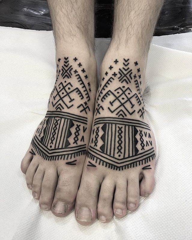 Real fun one, took 1 hour 45 to do both feet! Message me or call @studioxiiigallery if you want something similar. feettattoo foottattoo kalingatattoo kalingatattoo kalinga tribaltattoos tribaltattooers tribaledinburgh brightontattoo brightontribal brightontattooartist brightontattooartists brightonartist edinburghtattoo edinburghtattooartist edinburghtattoostudio edinburghtattooer glasgowtattoo glasgowtattoostudio glasgowtattooshop glasgowtattooist