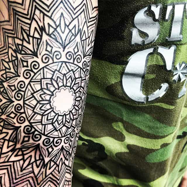A lil manadalary action for my bro Robbie just above the ditch.That's not shading that's my dude swelling!! . . . . blacktattooing geometrictattoo blackworkers dotwork dotworktattoo blxckink sacredgeometry girlswithtattoos uktattooartist  mandala studioxiii btattooing geometrip . . @allegoryink @inkedmag @totaltattoo @tattoolifemagazine @tattooartistmagazine @tattoosnob @tattoodo @tttism @blackworkers @blackworkers_tattoo @uktta @darkartists @skinart_mag @tattoo.artists @theartoftattoos @dermalizepro @tattoosmart @tattoo_composition @tattooloversshop  @blacktattooing @inkedsociety88 @skinart_collectors @tattoo_collector @the.best.tattoo.page @tattooloveart @bngworldwide @studioxiiigallery @blackclaw @sacredgeometrytattoo @geometrip