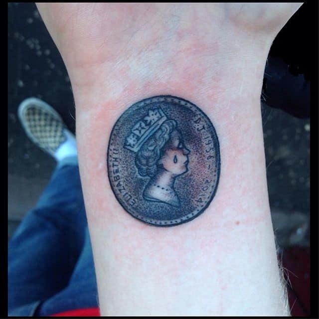 Tuppence &039;crying queen&039; tribute to a family member and his famous coin trick. Thanks Mark!