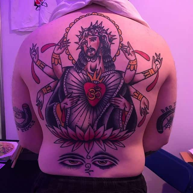 Healed back, featuring the worst convention lighting. ______________________________ Done @studioxiiigallery _________________ studioxiii bright_and_bold tradworkers oldschool oldschooltattoo tradworkers traditionaltattoo @tradtattoos_rtw @traditionalkings @lockdownneedle