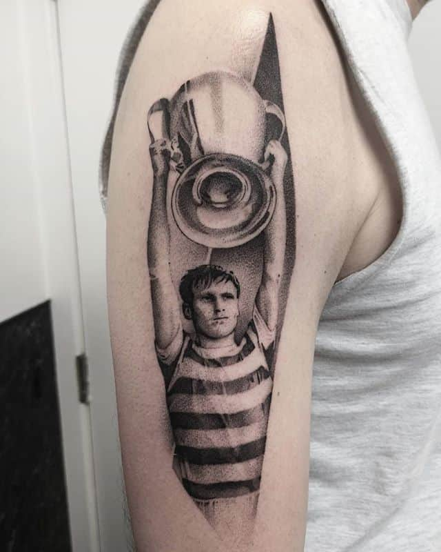 Billy McNeill single needle. studioxiii billymcneill celticfc celticsgame footballculture scottishfootball singleneedletattoo singleneedle besttattoos inkedmen inkedup fineline finelinetattoo tattrx uktattooartist uktattoo edinburgh scotland glasgow celticfc newtattoo detailed uktta wowtattoo edinburghtattoo tattoolifestyle inklovers footballfans tattooworld