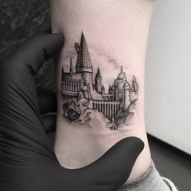 Mini Hogwarts. Find me at the @icelandictattooconvention this weekend! I will be doing walk-ups will have some flash and will take requests! Good time guarantee??? studioxiii reykjavik reykjavikink besttattoos hogwarts harrypotterfanart harrypotterfan harrypotterfandom finelinetattoo fineline microtattoo smalltattoo newtattoo uktattooartist uktta wheretheytatt inkd inkdup skinart dotworkers dotworktattoo icelandic legtattoo tinytattoo detailed uktattooartists edinburghtattoo