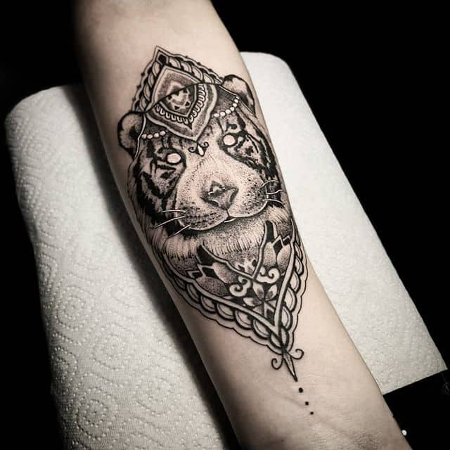 blackwork tiger from this last weekend @icelandictattooconvention in reykjavik Iceland. . . . studioxiii kingpintattoosupply  dotwork tattoosuppliesUK  Miami newyork Iceland  peony  blackworkers blxckink tattoodo tttism totaltattoo tattoolife mandala