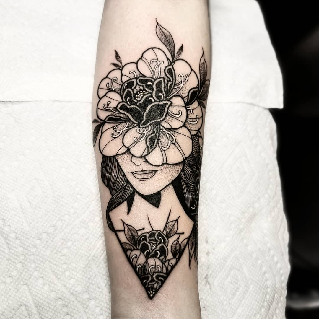 blackwork girlface tattoo I got to do @allsacredtattoo in Denver colorado .. . .  kingpintattoosupply studioxiii washingtondc newyork miamitattoos miamitattooartist italy tattoos  stipple miami  milan peony mandala dotwork