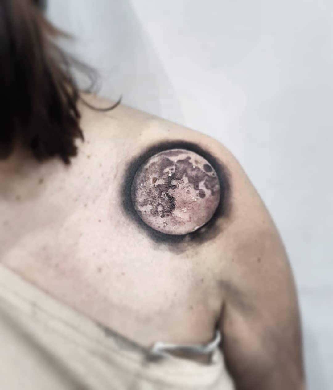 Little moon moon lunar tattoo edinburghtattooartist studioxiii tattooartist tattooartistuk edinburgh ink tattoos inked tattooed picoftheday art love pic photooftheday photo blackandgrey blackngrey instagram artist design tattooer