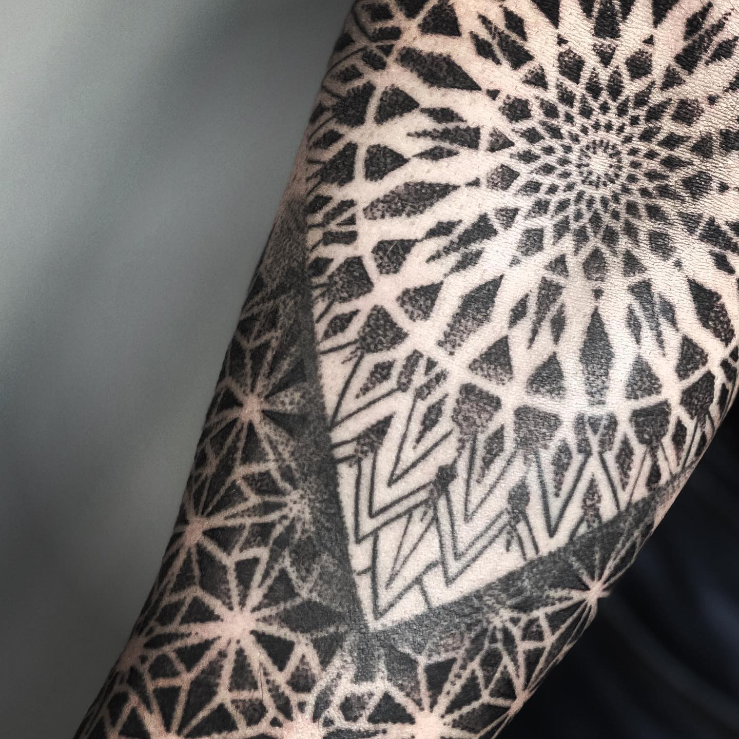 Continuation for Craig today. I hope u enjoying your weekend @studioxiiigallery @studioxiiigallery studioxiii dotwork mandala mandalatattoo dotworktattoo