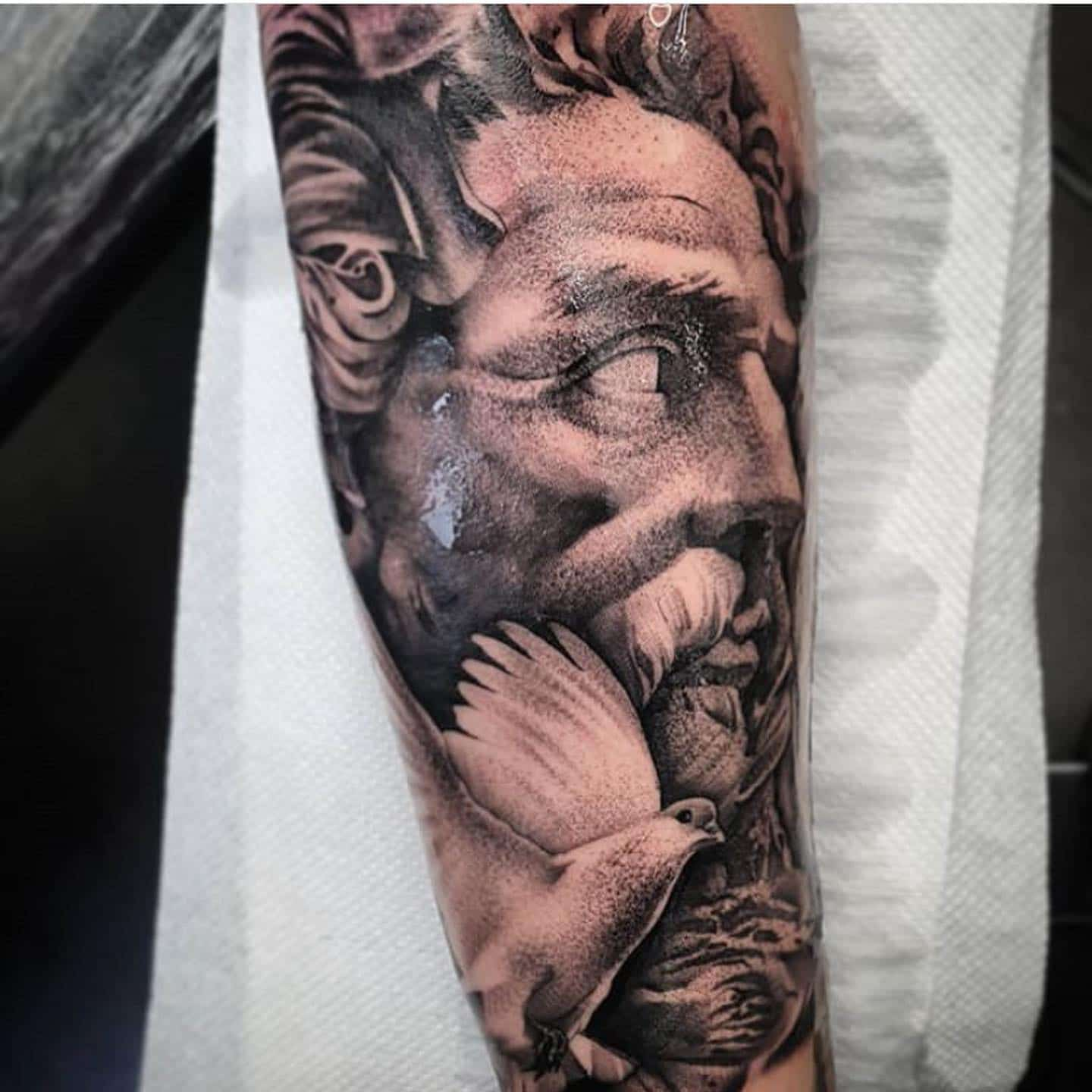 @jnelson.art is absolutely KILLING it at the moment.   Check out this amazing Zeus portrait from the other day!   We're taking bookings for him for November now 🥳 ____________________________________  studioxiii tattoos tattooed tattooflash blackworkers bandg realism realistictattoo skull skinartmag skulltattoo lion liontattoo tattooartist edinburghtattooartist edinburghtattoo girltattoo blackclaw uktta ttt eztattoocartridges ukbta skindeep txtooing tattoomediaink thebesttattooartist tattoosnob tattooartistic  _____________________________________