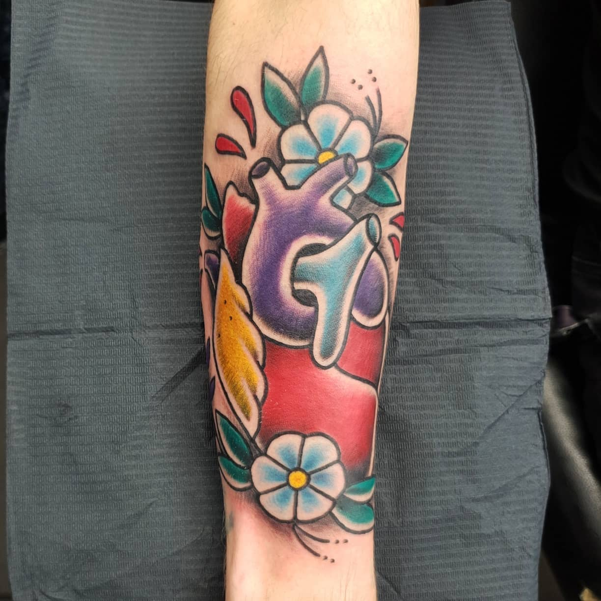 Had an awesome time making this traditionalhearttattoo for @joe_tattooer last week thanks for coming down mate had a blast done over some laser remnants ,made @studioxiiigallery hearttattoo traditionaltattoos tradtattoos traditionaltattooing boldandbright boldwillhold bright_and_bold anatomicalheart anatomicalhearttattoo colourtattoos dermaglo uktrad heart scottishtattooer edinburghtattooer edinburgh scotland tattoosbyalanross alrosstattoo studioxiiigallery studioxiii