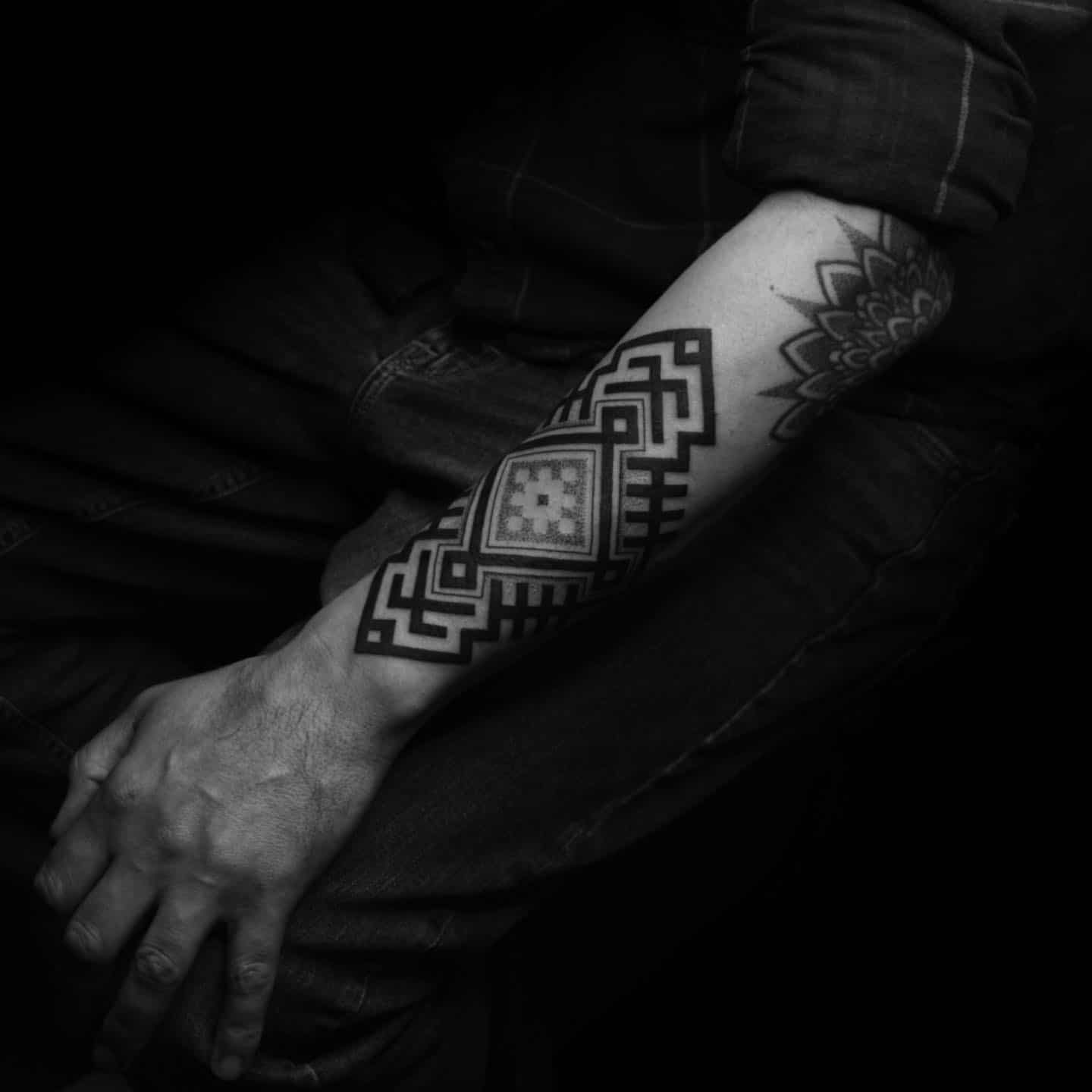 Big thanks to Frankie for getting this!   This is a stylised piece with an incorporated protection symbol and two symbols for the Jumis twins. They usualy symbolise twin horses, protect your home and help the household be productive. Men used to have this symbol woven into their belts too.  studioxiii patterndesign geometrictattoo geometricart geometricdesign linework tribaltattoo tribalart uktattoo uktattooist uktattooartists edinburghtattoostudio scotlandtattoo baltic balticart lithuanian lithuania supportgoodtattooing supportgoodtattooers blackworktattoos blackworknow blck blxckwork blxck btattooing uktta tatt tattooideas newtattoo