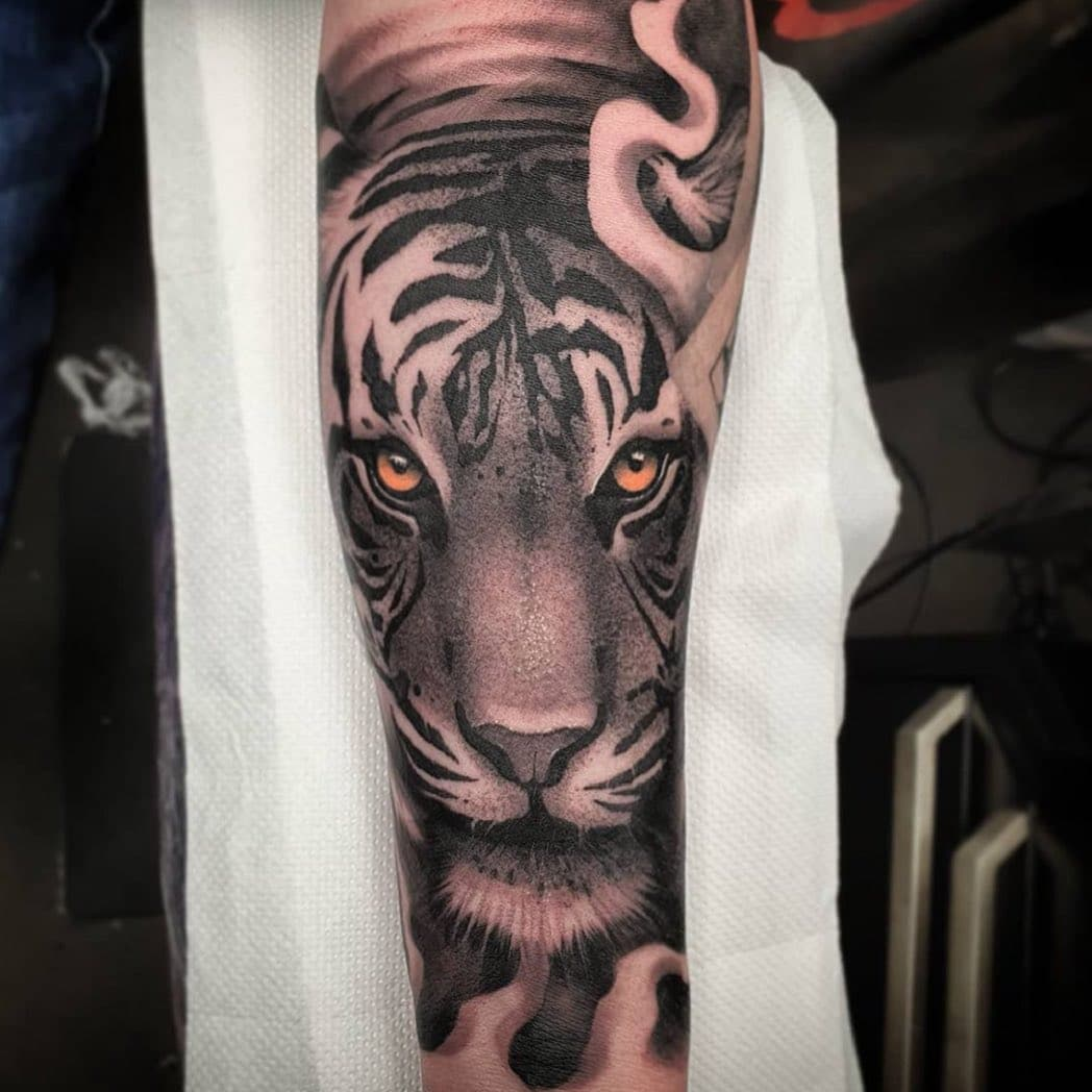✨ All appointments that were cancelled due to the lockdown will be contacted by the reception team in mid April ✨  While we wait on our reopening, here's a throwback by our resident jnelson.art ✨🐯  💫 We will be taking new appointments from the date we reopen, so feel free to fill out our tattoo enquiry form on our website if you'd like a quote 💫  📩 - link in the bio