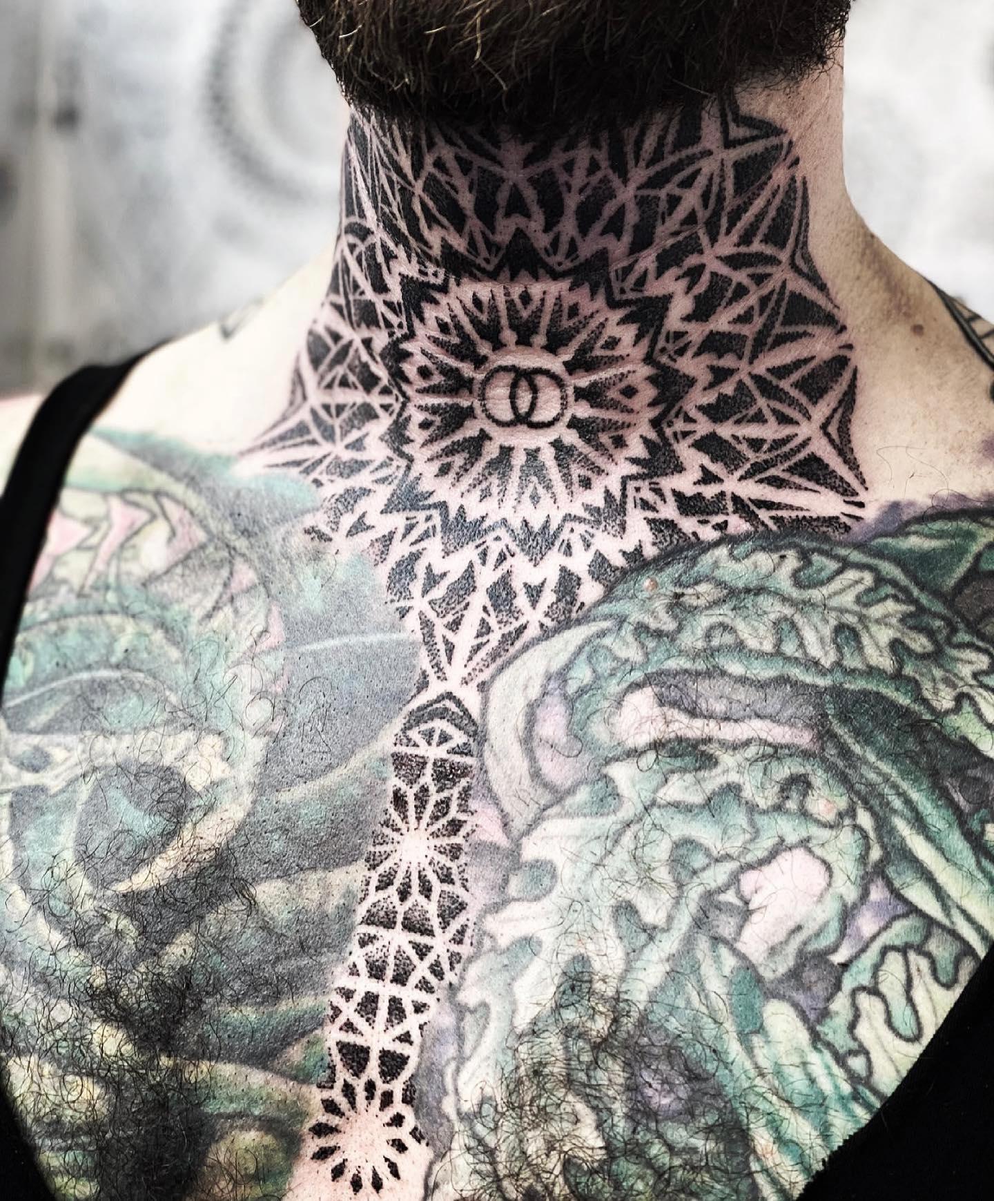 Crazy intricate dotwork from the mandala master marcdiamondtattoo prelockdown ❄️❄️ • • •      dotworktattoo      totaltattoo
