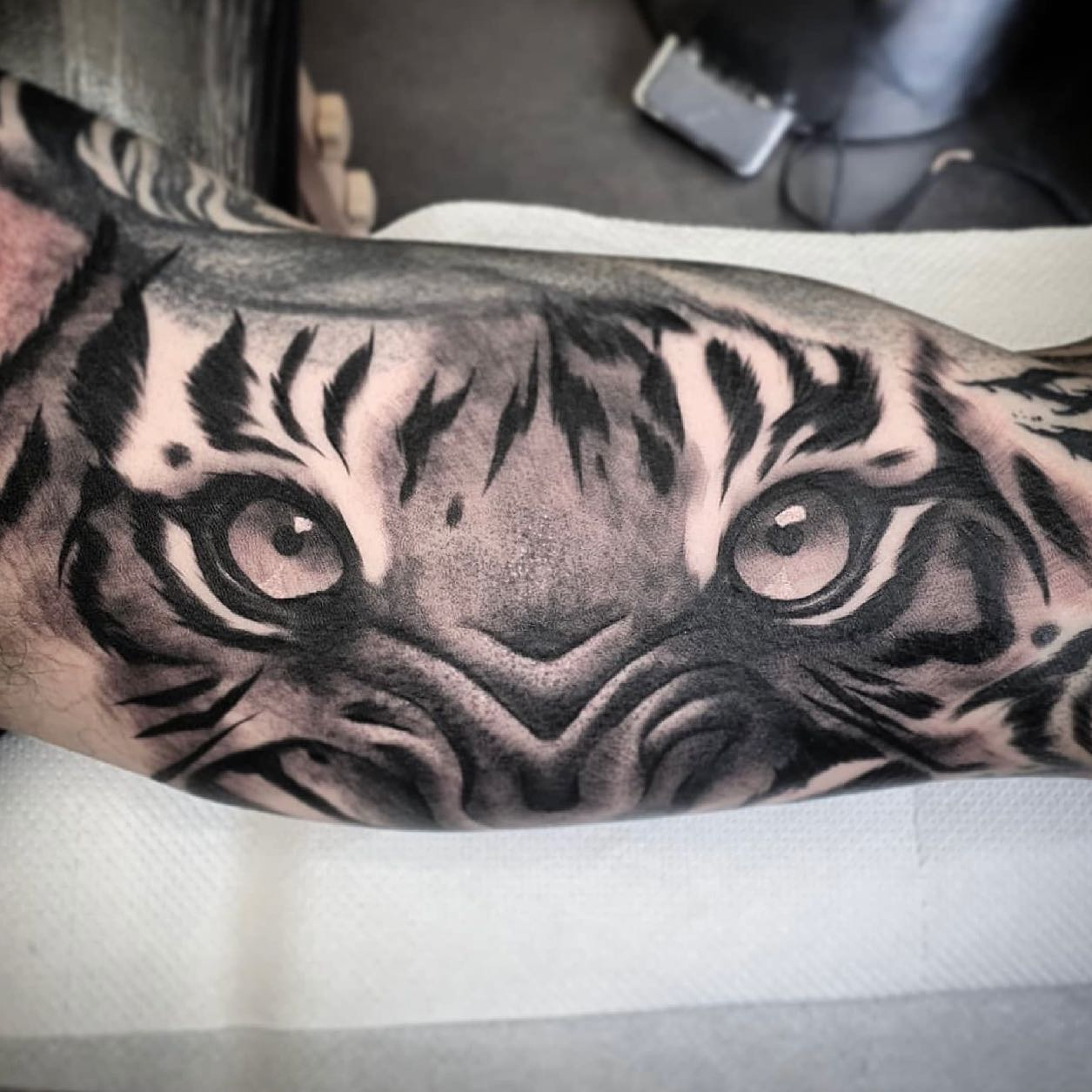 People always talk about the 'Eye Of The Tiger', but no one talks about the other four letters...🐅  Cool one by jnelson.art last week!✨  If you would like to get tattooed, then please fill out the tattoo enquiry form on our website 💫                           totaltattoo barber_dts easytattoo_uk eternalink dynamiccolor lockdownneedle stencilstuff